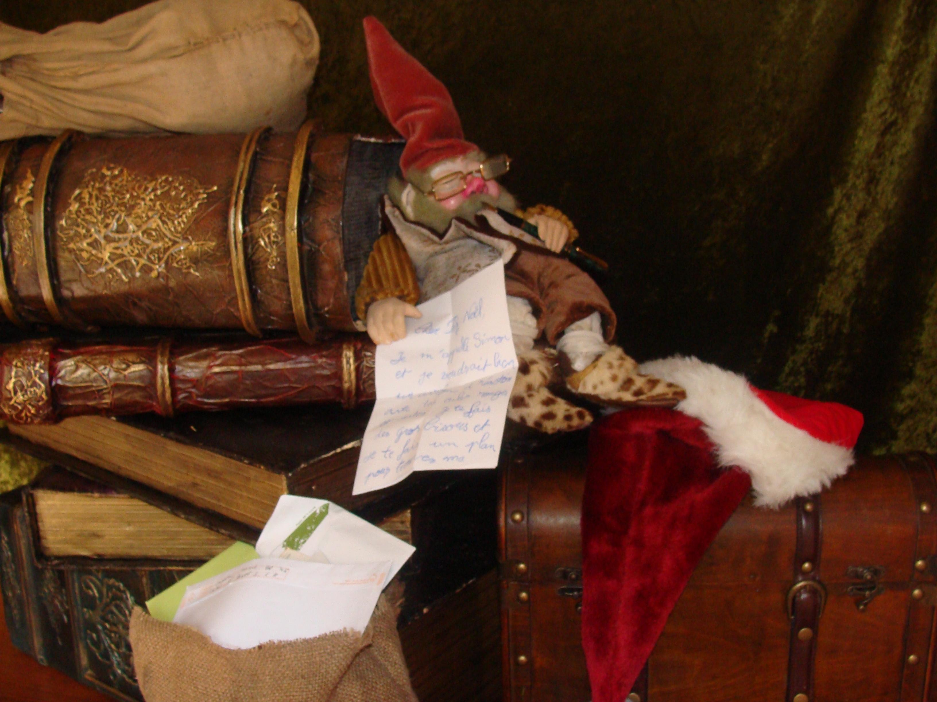 Un gnome passionné de lecture